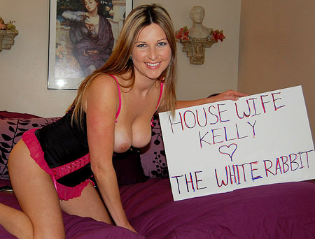 Housewife Kelly - The Horny Housewife