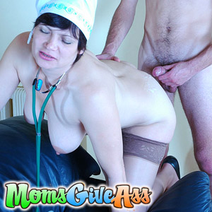 'Visit 'Moms Give Ass''