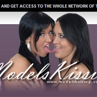 Join Models Kissing