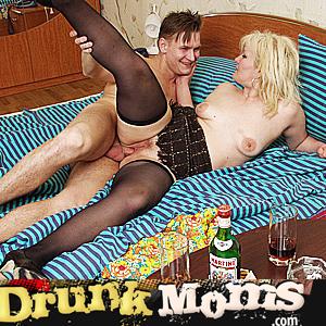 'Visit 'Drunk Moms''