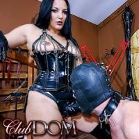 'Visit 'Club Dom''