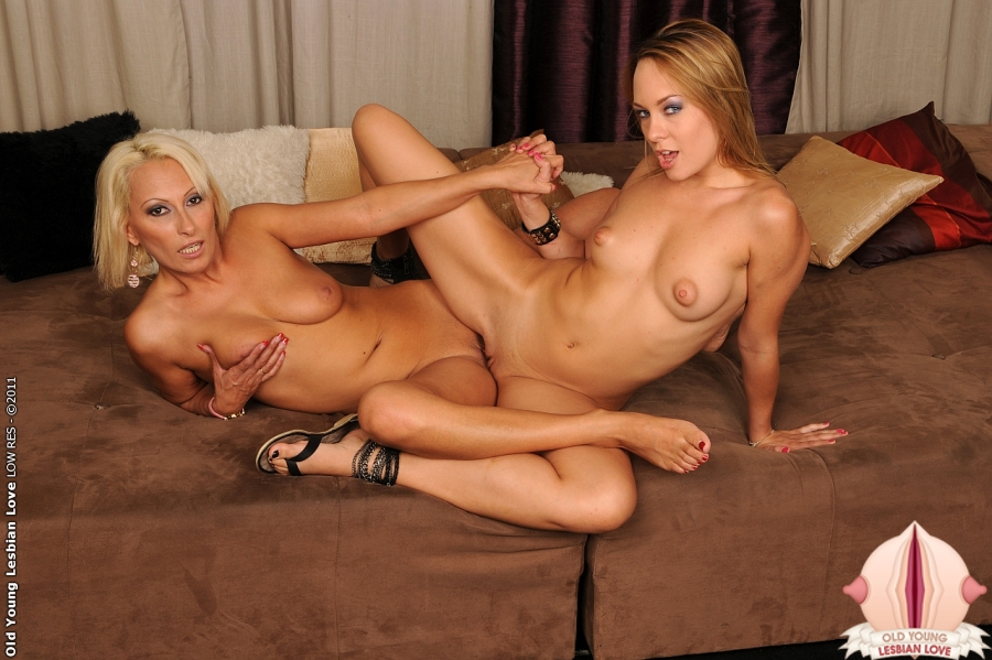 Lesbian Rubbing Pussys Together